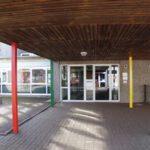Eingang Schule
